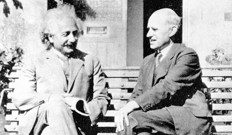 Albert Einstein e Artuhr Eddington in una immagine del 1930