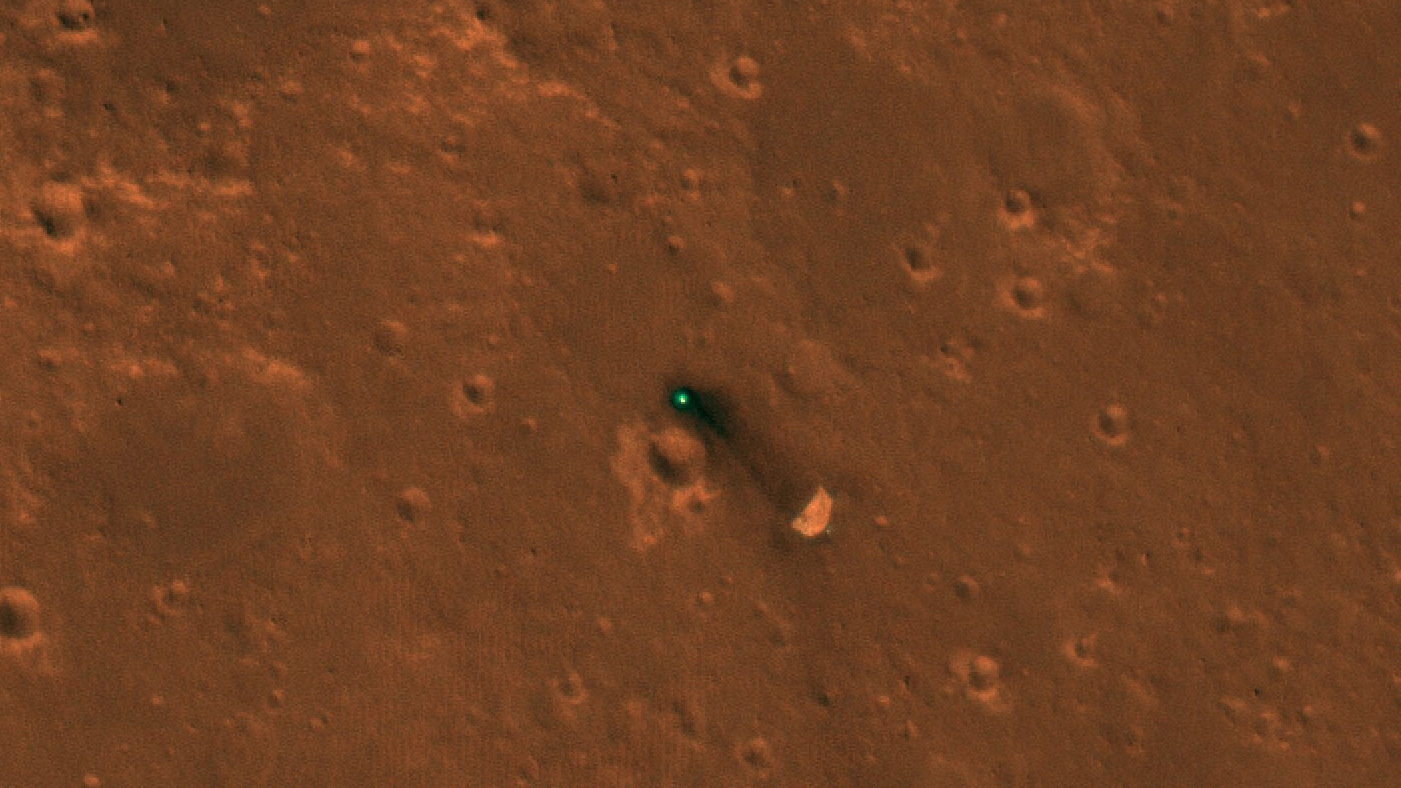 Il lander InSight ripreso dalla camera Hirise di MRO. Crediti NASA