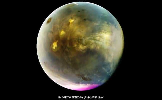 Marte in ultravioletto ripreso dalla sonda MAVEN. Crediti NASA/JPL/MAVEN