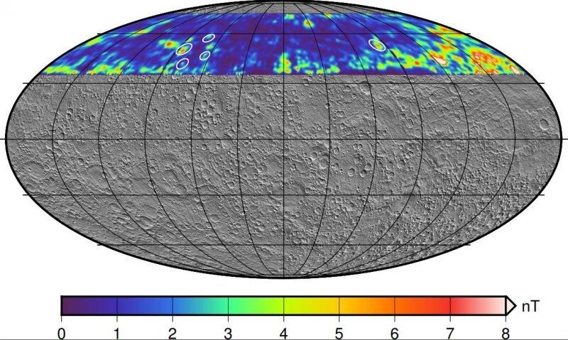 Traiettoria di discesa della sonda MESSENGER su Mercurio, con i crateri evidenziati da cerchi bianchi. Crediti AGU
